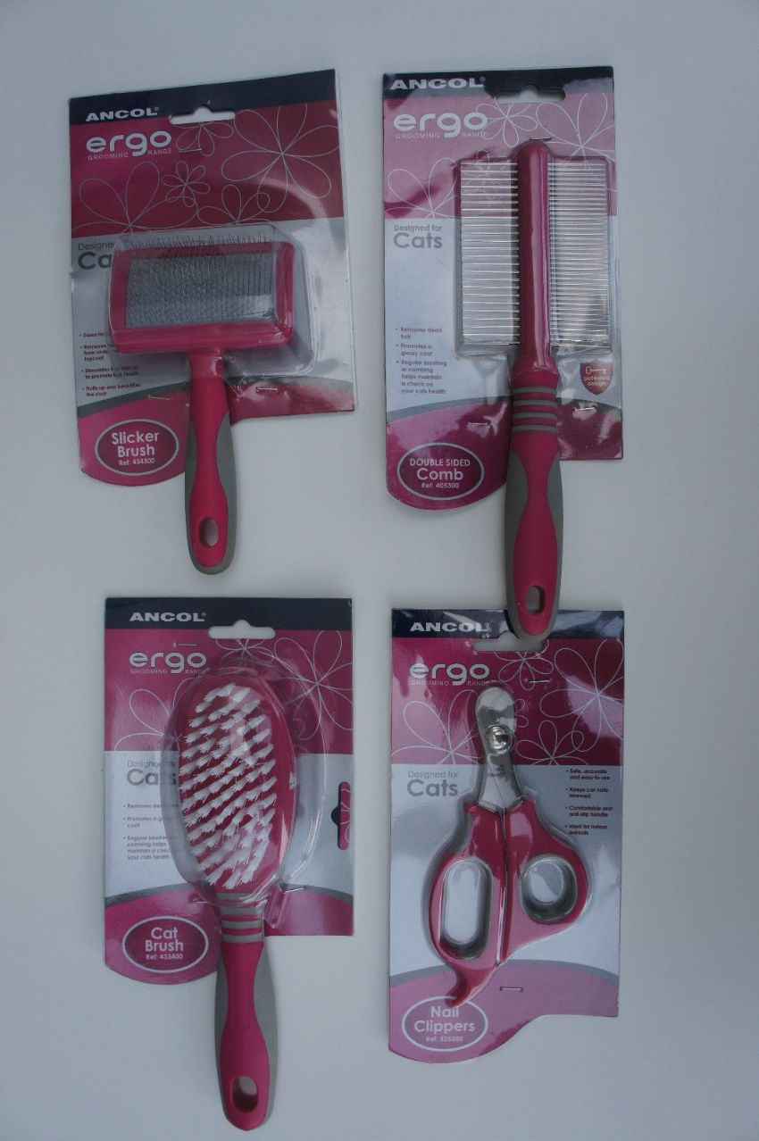 GROOMING SET - SUITABLE FOR CATS AND KITTENS